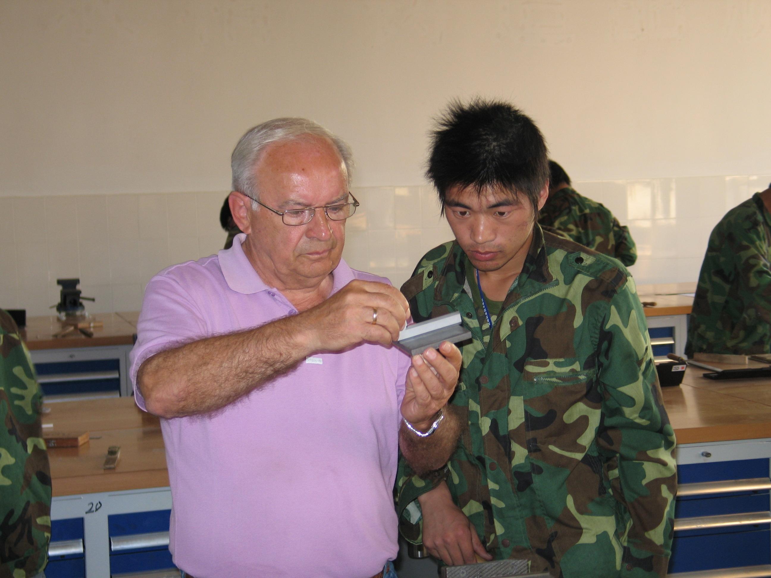 AHK培训中心德国专家指导学生