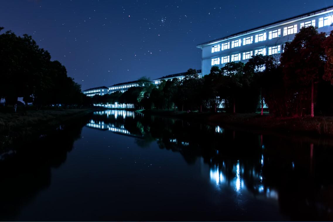 宿舍楼夜景
