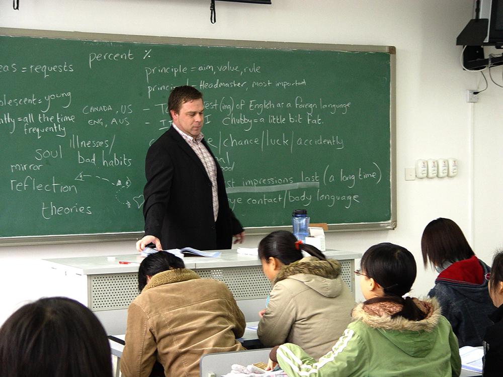 外籍教师为学生授课