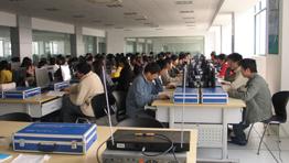 电子技术实训基地的EDA培训区